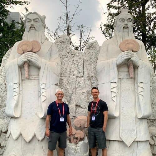 Reishi mushroom statues